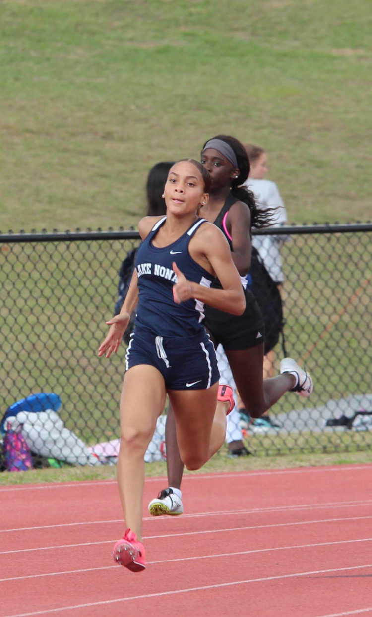 Xiomara Gill, 11, coming around the curve, heading into the final stretch of the 400m.