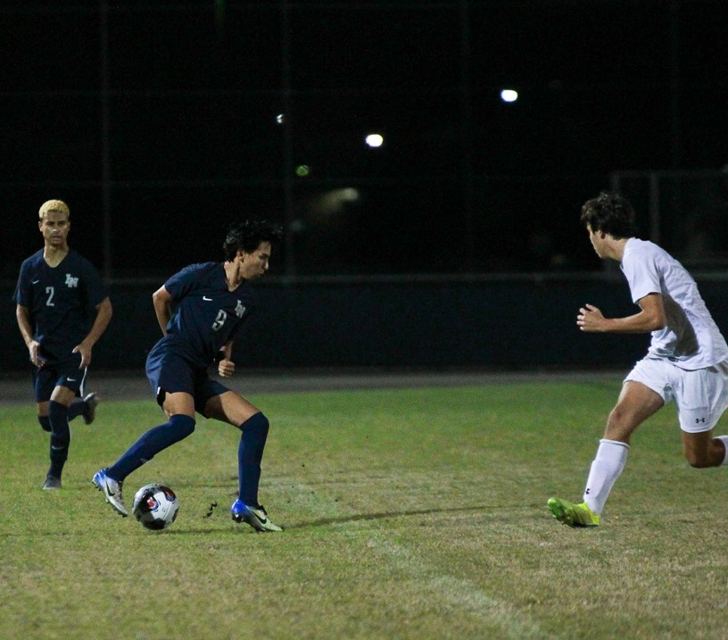 Nicholas Sanchez (10) cuts back to trick Seminole midfielder.