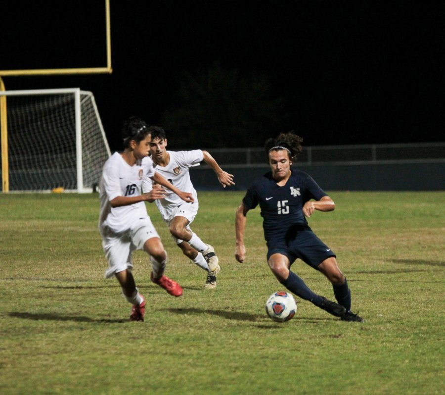 Alejandro Arvelo (10) does a quick cut against Seminole defender